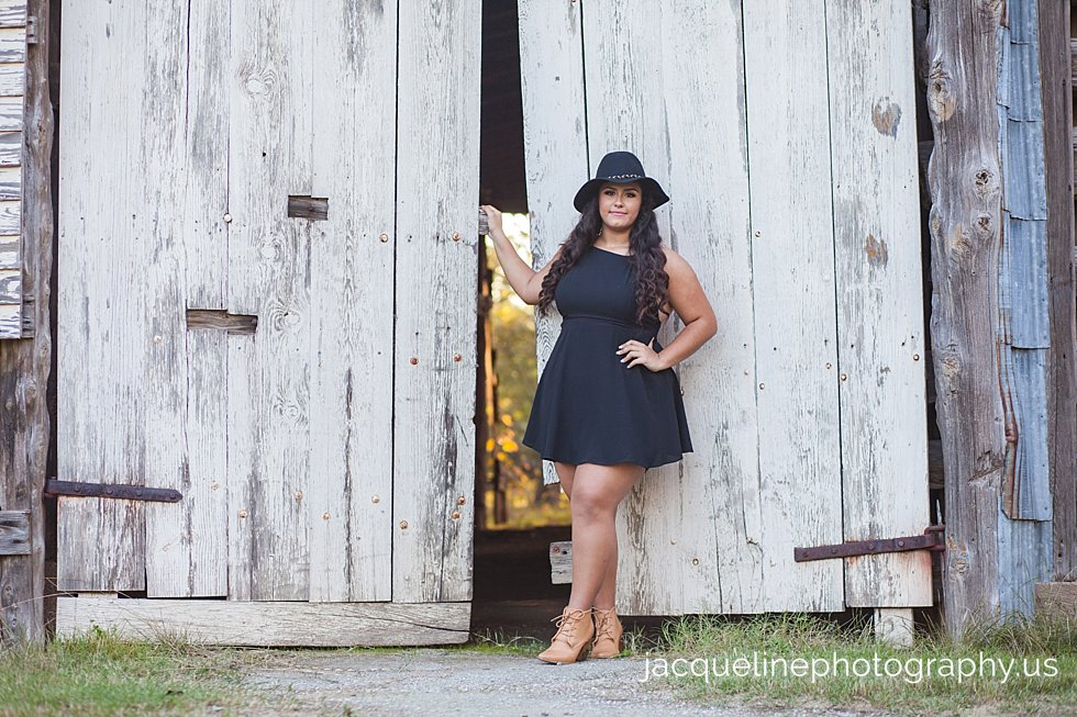 Quinceanera photography poses ideas Girl in farm with black dress